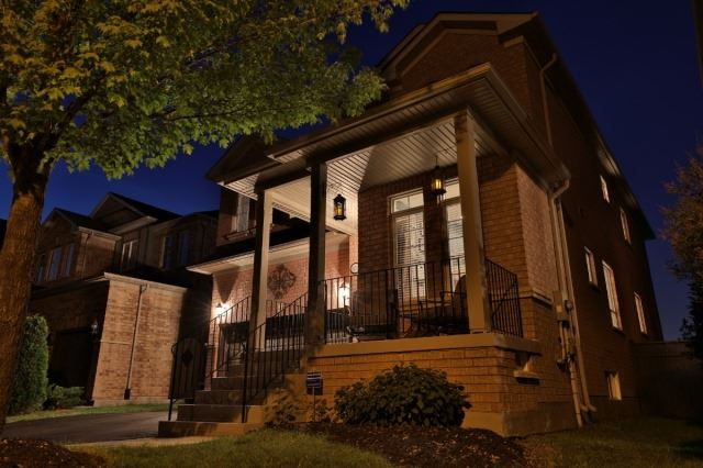Detached at 1372 Liverpool St, Oakville, Ontario. Image 12