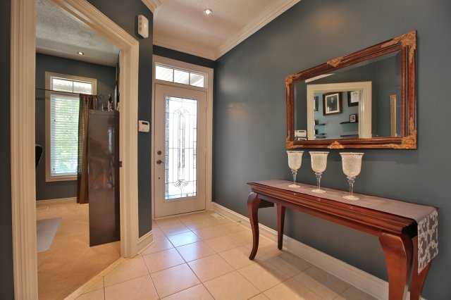 Detached at 1372 Liverpool St, Oakville, Ontario. Image 15