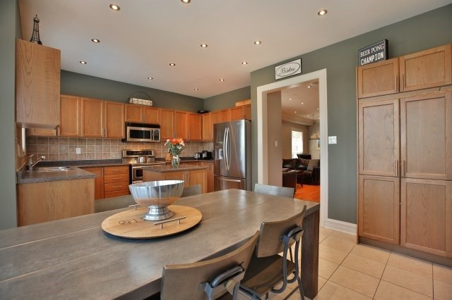 Detached at 1372 Liverpool St, Oakville, Ontario. Image 19