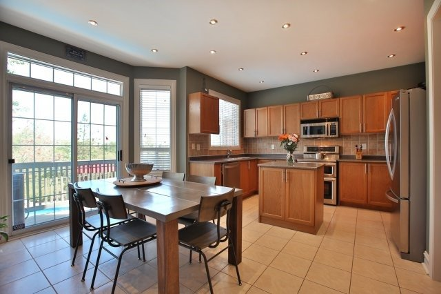 Detached at 1372 Liverpool St, Oakville, Ontario. Image 20