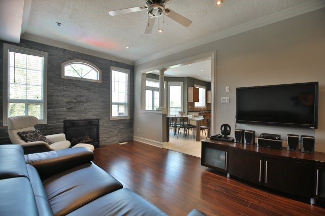 Detached at 1372 Liverpool St, Oakville, Ontario. Image 2