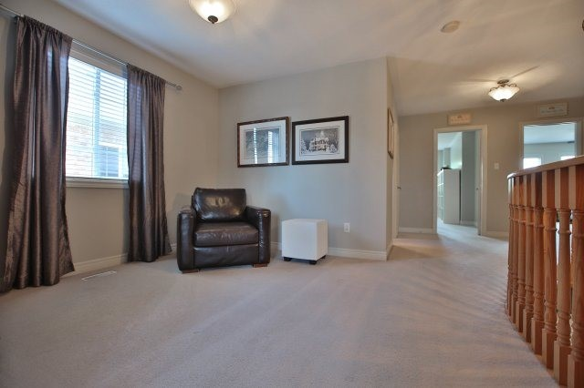 Detached at 1372 Liverpool St, Oakville, Ontario. Image 5