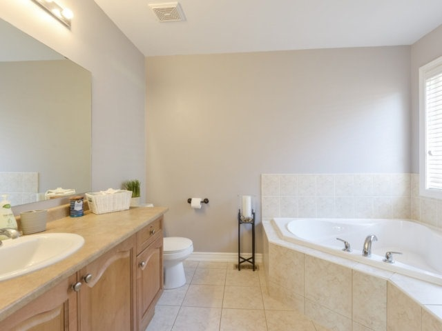 Townhouse at 3471 Whilabout Terr, Oakville, Ontario. Image 7