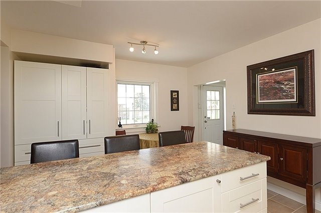 Detached at 12540 Chinguacousy Rd, Caledon, Ontario. Image 5