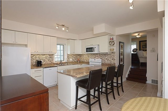 Detached at 12540 Chinguacousy Rd, Caledon, Ontario. Image 6