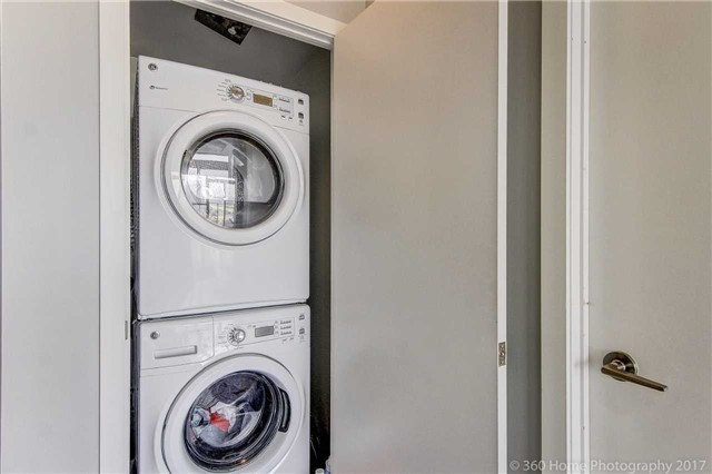 Condo Apartment at 2200 Lakeshore Blvd, Unit 3207, Toronto, Ontario. Image 4