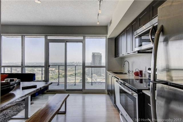 Condo Apartment at 2200 Lakeshore Blvd, Unit 3207, Toronto, Ontario. Image 5