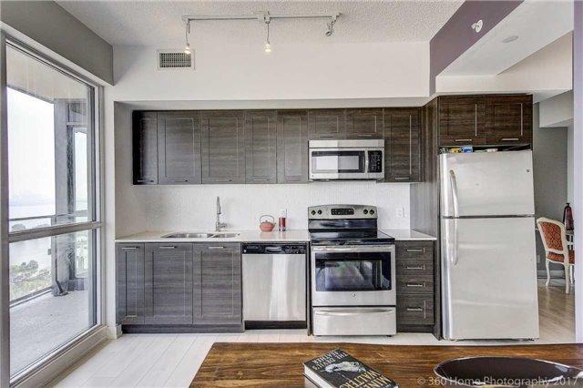 Condo Apartment at 2200 Lakeshore Blvd, Unit 3207, Toronto, Ontario. Image 7