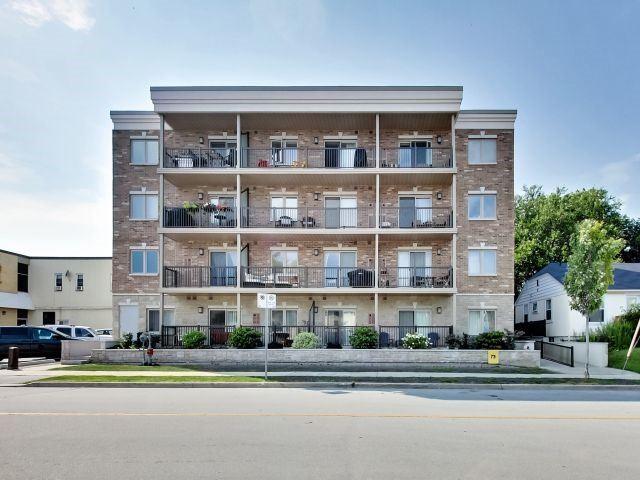 Condo Apartment at 73 Washington Ave, Unit 206, Oakville, Ontario. Image 1
