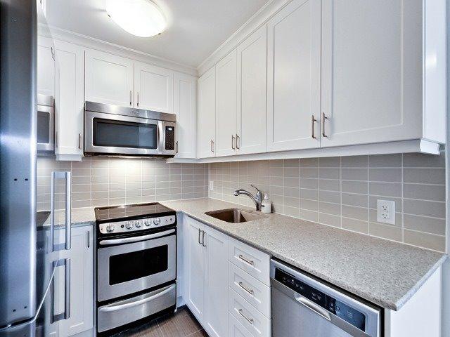 Condo Apartment at 73 Washington Ave, Unit 206, Oakville, Ontario. Image 7