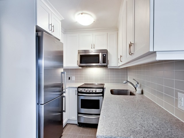 Condo Apartment at 73 Washington Ave, Unit 206, Oakville, Ontario. Image 8