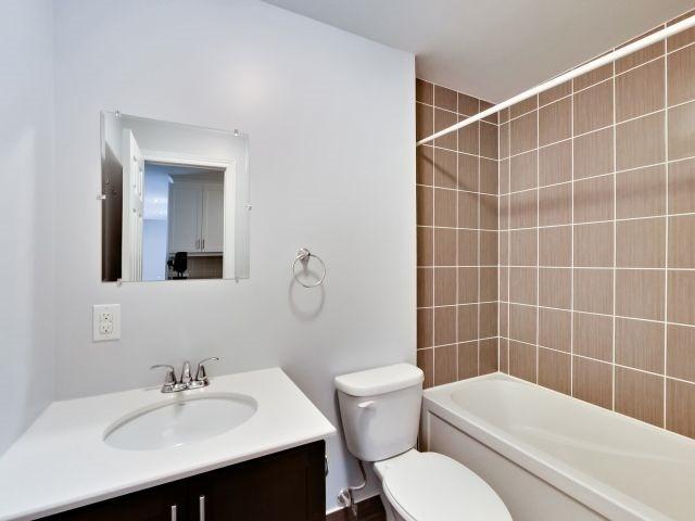Condo Apartment at 73 Washington Ave, Unit 206, Oakville, Ontario. Image 10