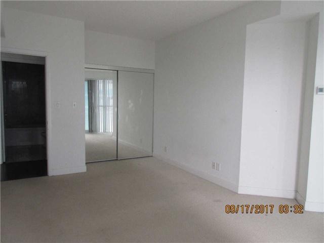Condo Apartment at 50 Absolute Ave, Unit 4404, Mississauga, Ontario. Image 5
