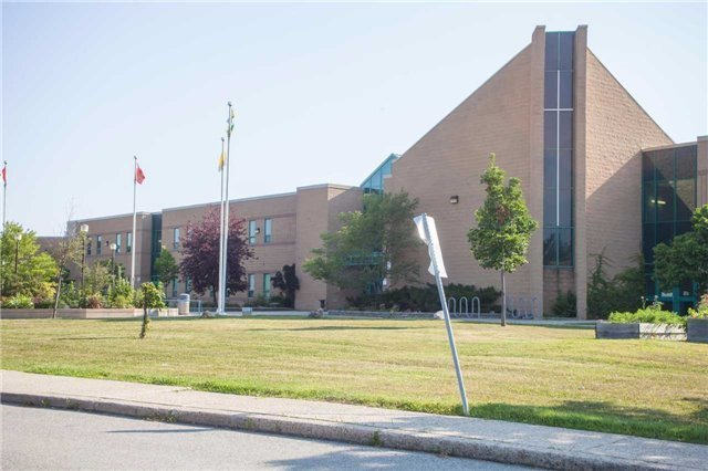 Detached at 3241 Folkway Dr, Burlington, Ontario. Image 4