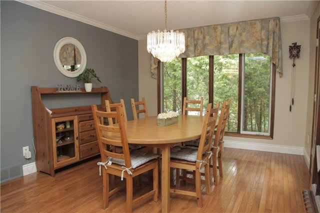 Detached at 8541 Guelph Line, Milton, Ontario. Image 3