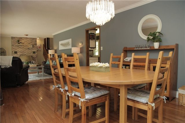 Detached at 8541 Guelph Line, Milton, Ontario. Image 4