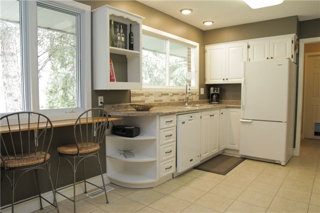 Detached at 8541 Guelph Line, Milton, Ontario. Image 5