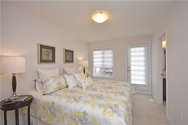 Townhouse at 393 Switchgrass St N, Oakville, Ontario. Image 4