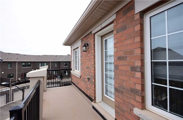 Townhouse at 393 Switchgrass St N, Oakville, Ontario. Image 6