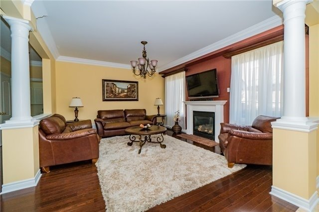 Detached at 3237 Paul Henderson Dr, Mississauga, Ontario. Image 17