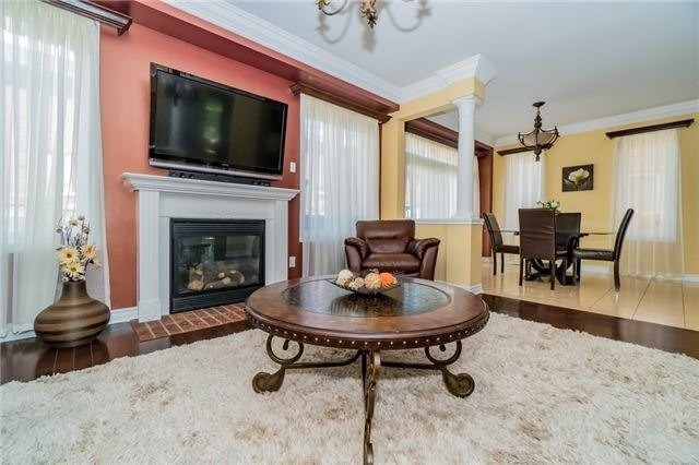 Detached at 3237 Paul Henderson Dr, Mississauga, Ontario. Image 19