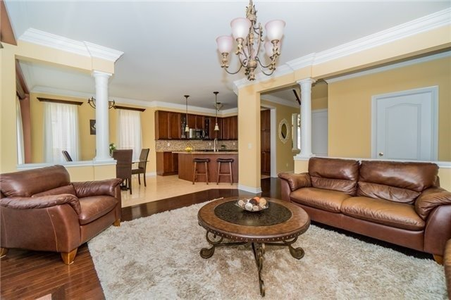 Detached at 3237 Paul Henderson Dr, Mississauga, Ontario. Image 20