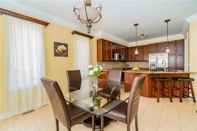 Detached at 3237 Paul Henderson Dr, Mississauga, Ontario. Image 2