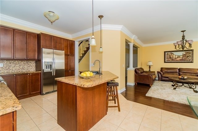 Detached at 3237 Paul Henderson Dr, Mississauga, Ontario. Image 3
