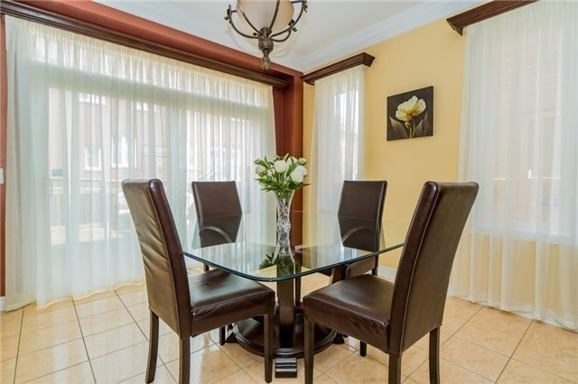 Detached at 3237 Paul Henderson Dr, Mississauga, Ontario. Image 5