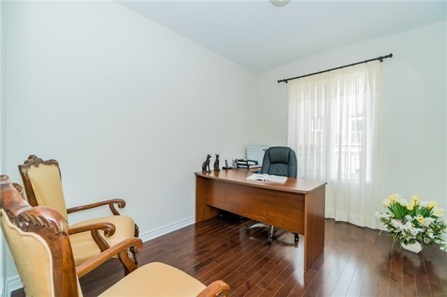 Detached at 3237 Paul Henderson Dr, Mississauga, Ontario. Image 6