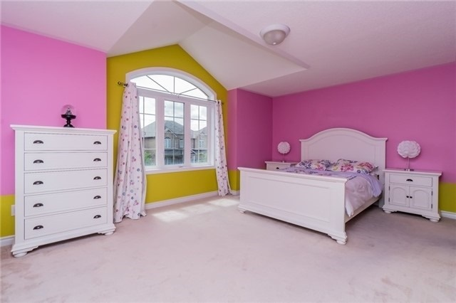 Detached at 3237 Paul Henderson Dr, Mississauga, Ontario. Image 10