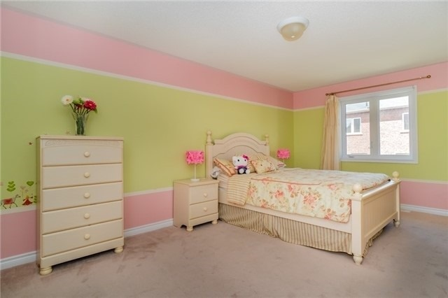 Detached at 3237 Paul Henderson Dr, Mississauga, Ontario. Image 11