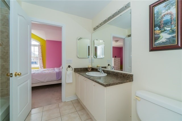 Detached at 3237 Paul Henderson Dr, Mississauga, Ontario. Image 13