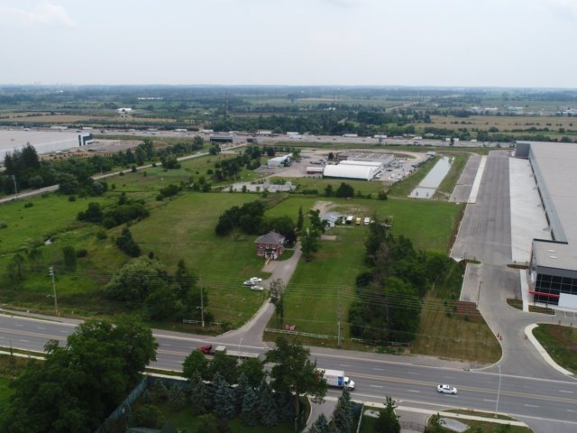 Detached at 11450 Steeles Ave, Halton Hills, Ontario. Image 15