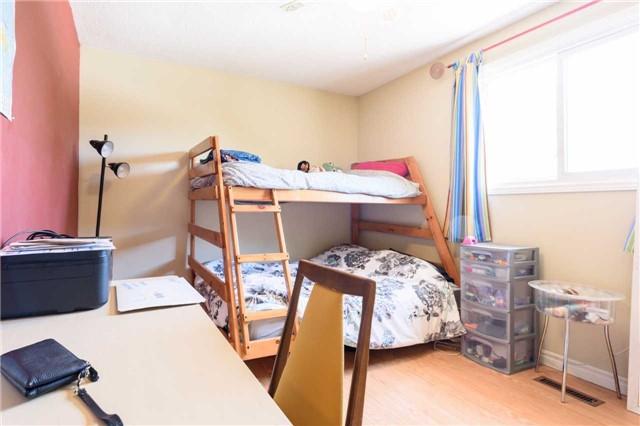 Detached at 546 Deerhurst Dr, Burlington, Ontario. Image 5