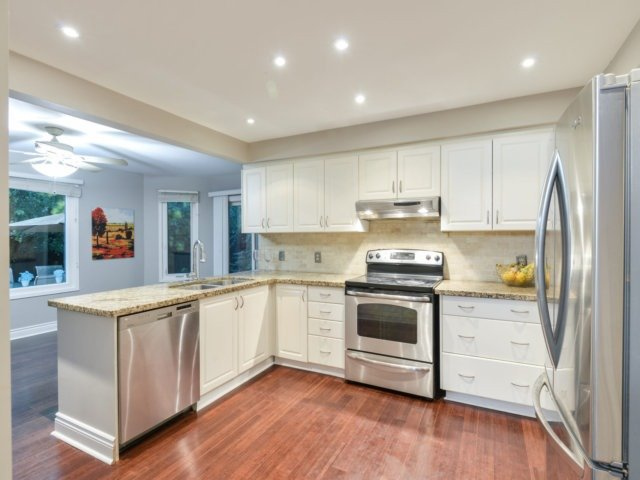 Detached at 2171 Castlefield Cres, Oakville, Ontario. Image 12