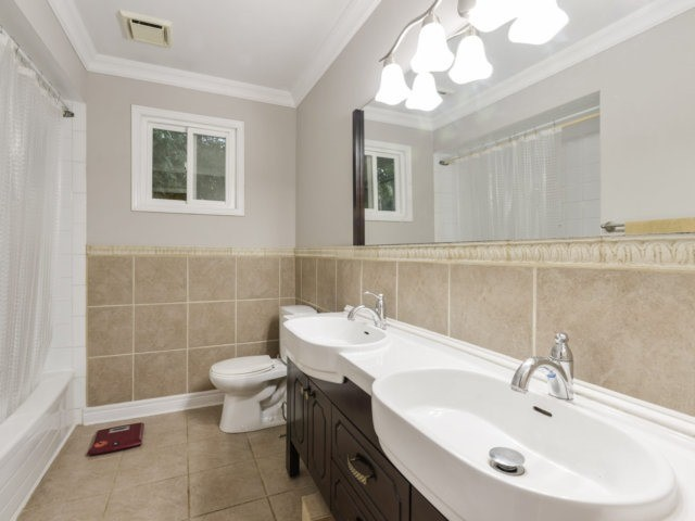 Detached at 2171 Castlefield Cres, Oakville, Ontario. Image 5