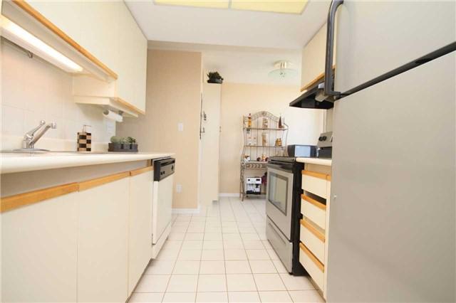 Condo Apartment at 30 Malta Ave, Unit 1908, Brampton, Ontario. Image 16