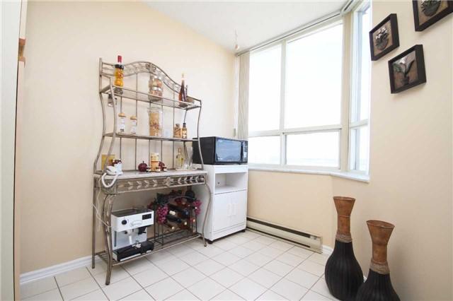 Condo Apartment at 30 Malta Ave, Unit 1908, Brampton, Ontario. Image 18