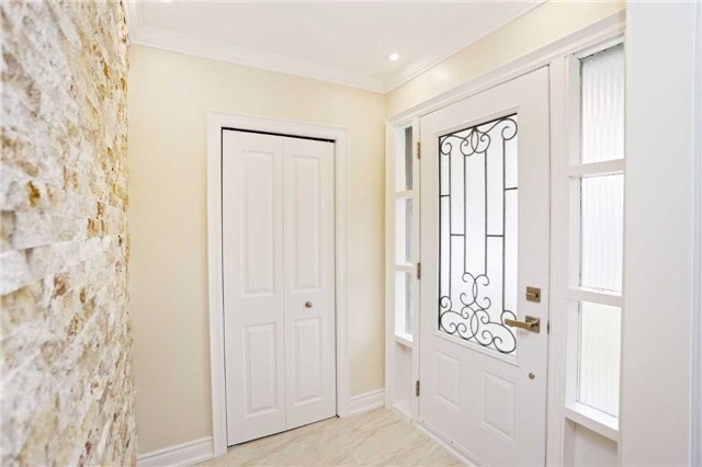 Detached at 3296 Cardross Rd, Mississauga, Ontario. Image 14