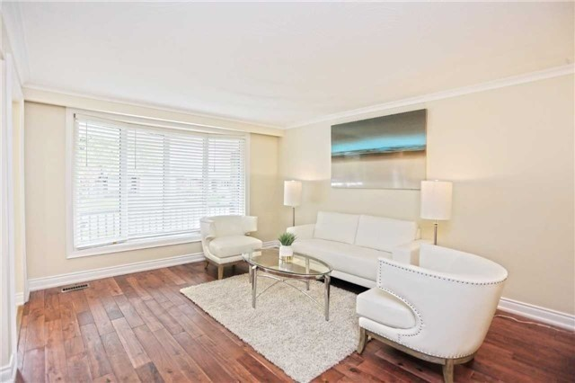 Detached at 3296 Cardross Rd, Mississauga, Ontario. Image 15
