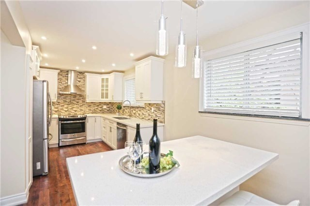 Detached at 3296 Cardross Rd, Mississauga, Ontario. Image 18