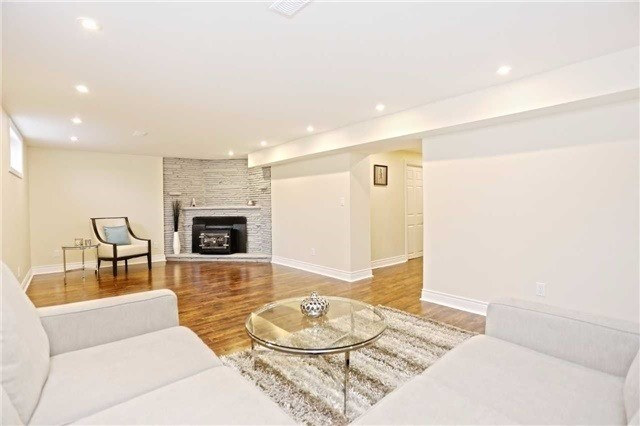Detached at 3296 Cardross Rd, Mississauga, Ontario. Image 5