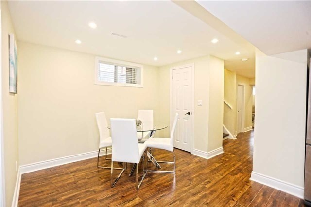 Detached at 3296 Cardross Rd, Mississauga, Ontario. Image 7
