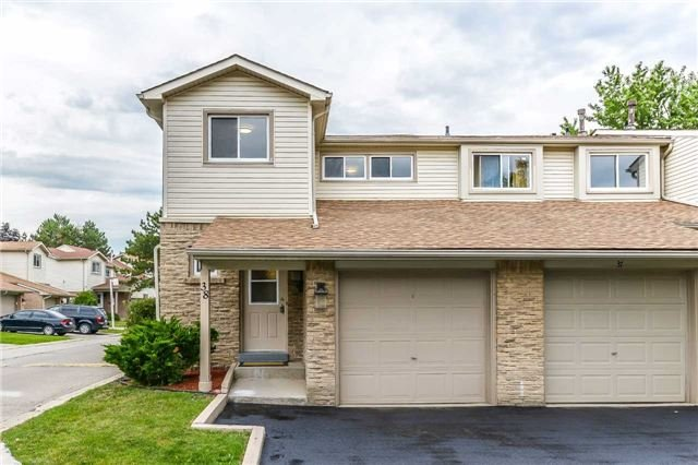 Condo Townhouse at 2700 Battleford Rd, Unit 38, Mississauga, Ontario. Image 1
