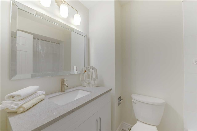 Condo Townhouse at 2700 Battleford Rd, Unit 38, Mississauga, Ontario. Image 3