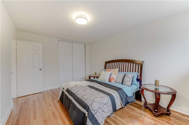 Condo Townhouse at 2700 Battleford Rd, Unit 38, Mississauga, Ontario. Image 5