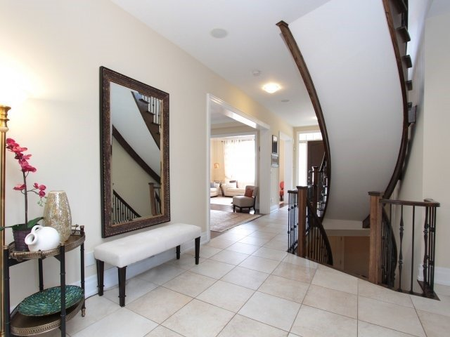 Detached at 1849 Ivygate Crt, Mississauga, Ontario. Image 16