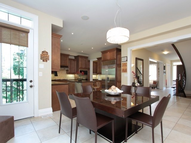 Detached at 1849 Ivygate Crt, Mississauga, Ontario. Image 19
