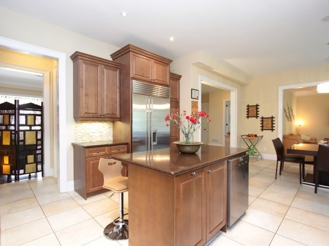 Detached at 1849 Ivygate Crt, Mississauga, Ontario. Image 2